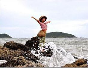 渔家姑娘在海边原唱_渔家姑娘在海边